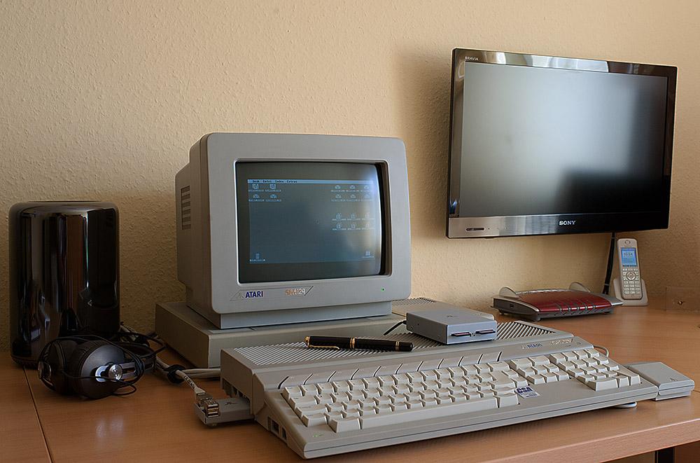 Der Mac Pro und der ATARI 1040 STE.